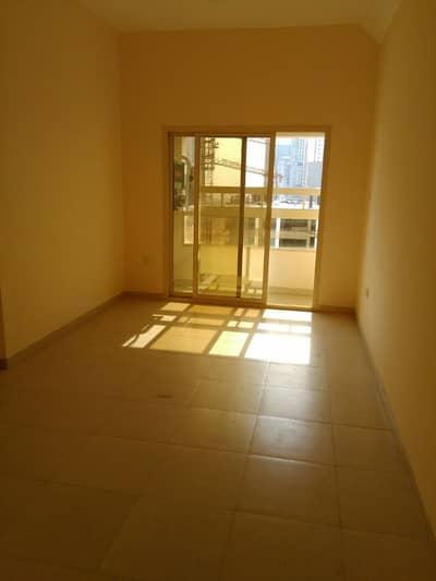 فلیٹ 1 غرفة نوم للايجار في مدينة الإمارات، عجمان - شقة في برج إم أر مدينة الإمارات 1 غرف 14000 درهم - 4043473