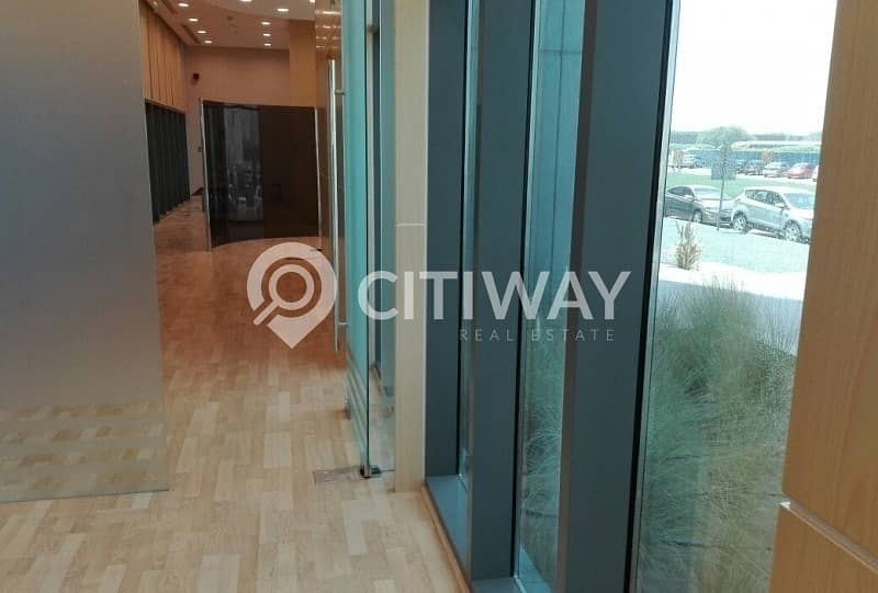 10 Fully Fitted Retail Space with Attached Pantry in Business Bay