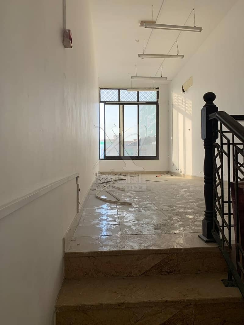 900 sq ft Ready for Resto in main road of Jumeirah 2.
