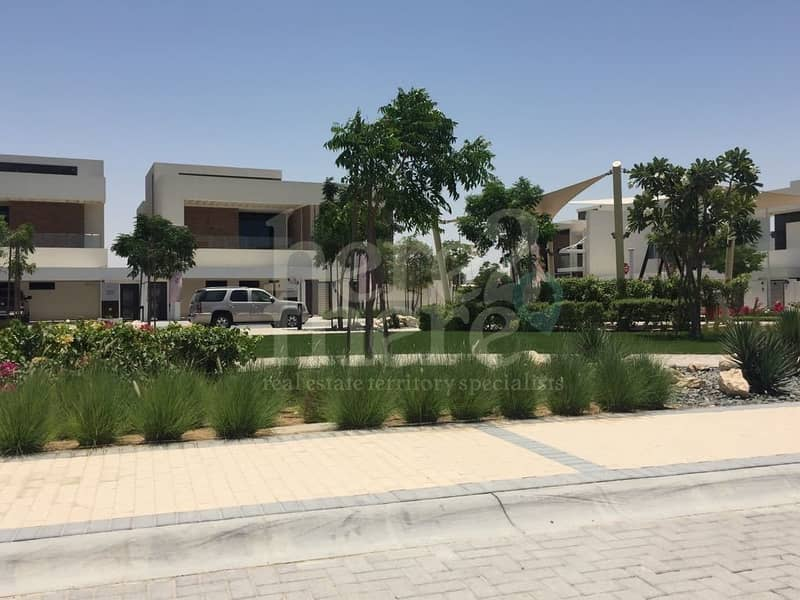 Come And View this Stunning Villa in West Yas 5 br Villa.