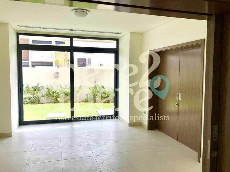 2 Come And View this Stunning Villa in West Yas 5 br Villa.