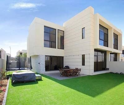 4 Bedroom Villa for Sale in Umm Suqeim, Dubai - Take advantage of the opportunity of a ready-made villa in central Dubai with at the ceinstallments