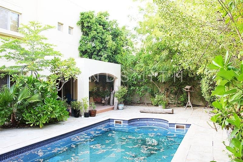 2 Beautiful 4BR villa with Private Pool in Meadows 3