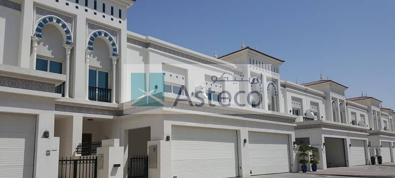 All 4 master bed room villa with Maids room  for rent