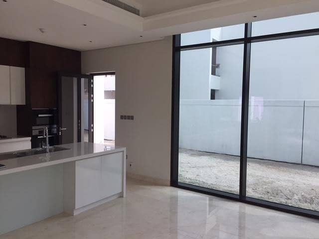 2 Brand New & High-End 4 Bed Corner Plot Town House!