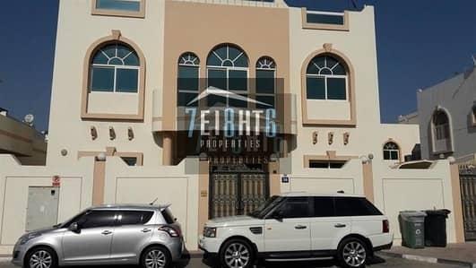 فیلا 5 غرف نوم للايجار في جميرا، دبي - Beautifully presented: 5-6 b/r luxury villa