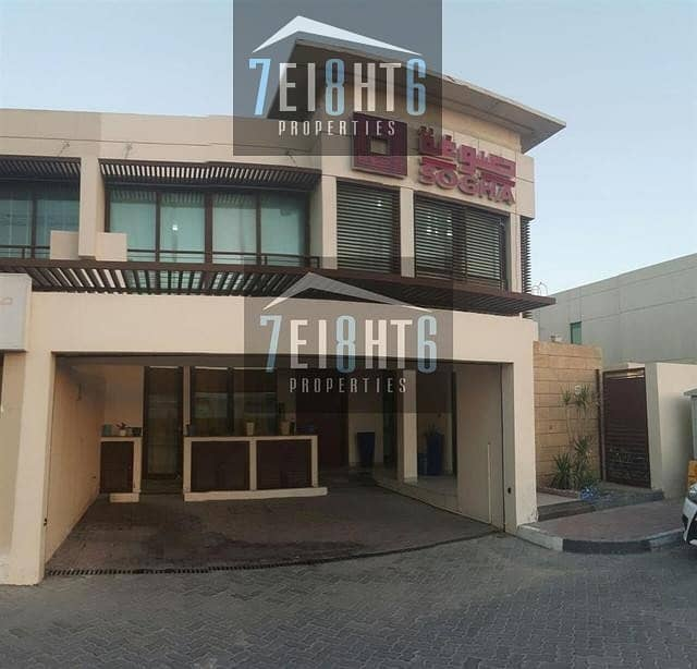 Commercial villa : Approved for Commercial Use: 4 bedroom semi-indep villa for rent in Jumeirah 1