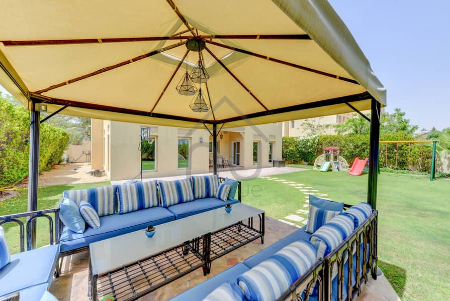 10 Stunning 4BR Villa   Immaculate Condition