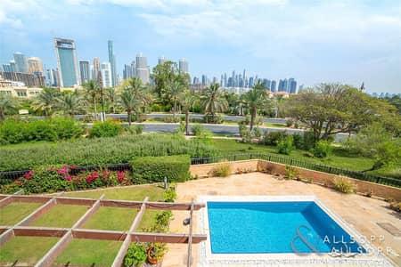 فیلا 5 غرفة نوم للبيع في جزر جميرا، دبي - E.F Villa | Upgraded | City Skyline view