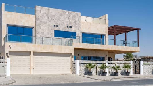 فیلا 5 غرفة نوم للبيع في لؤلؤة جميرا، دبي - Exclusive Five-Bed Luxury Villa at Pearl Jumeirah with Sea View