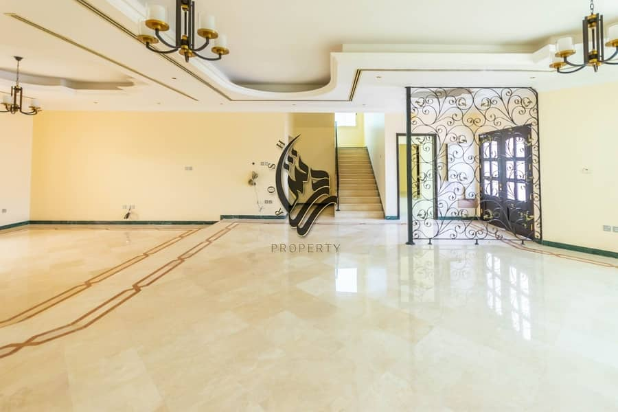 Elegant  5 bed room villa with pool and garden