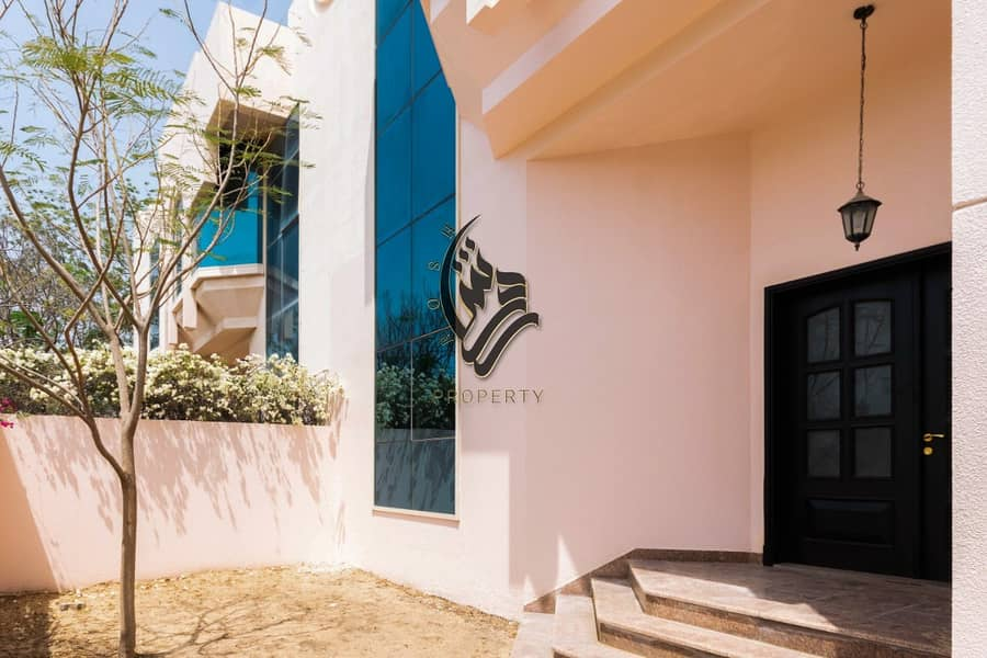 10 Elegant  5 bed room villa with pool and garden