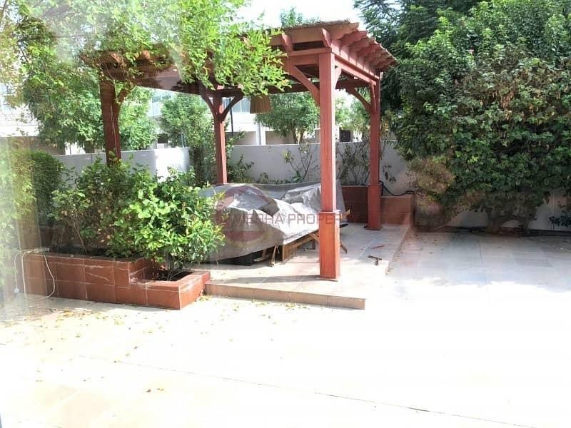 Corner|Modern Close to Pool I Huge Garden