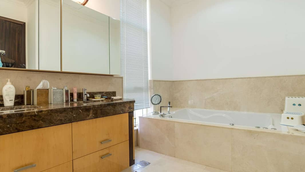 13 Beautiful Five-Bedroom Family Villa in Emirates Hills