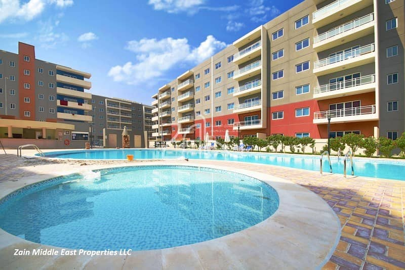 Pool View Spacious 1 BR Apt with Balcony