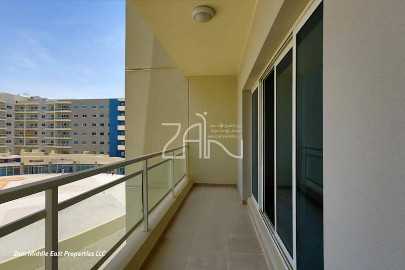 2 Pool View Spacious 1 BR Apt with Balcony
