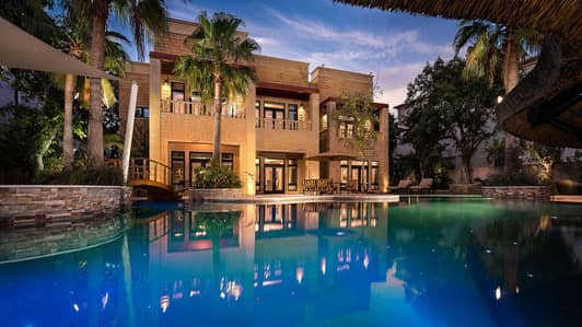 5 Bedroom Villa for Sale in Emirates Hills, Dubai - Exclusive New to Market Villa in Emirates Hills