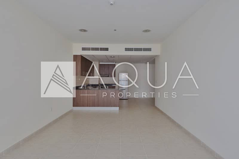 Large 1 Bed on High Floor   Open Kitchen
