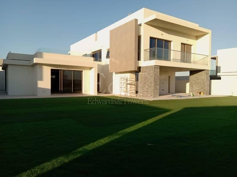 Beautiful Modern 5 Br Villa in Yas Acres