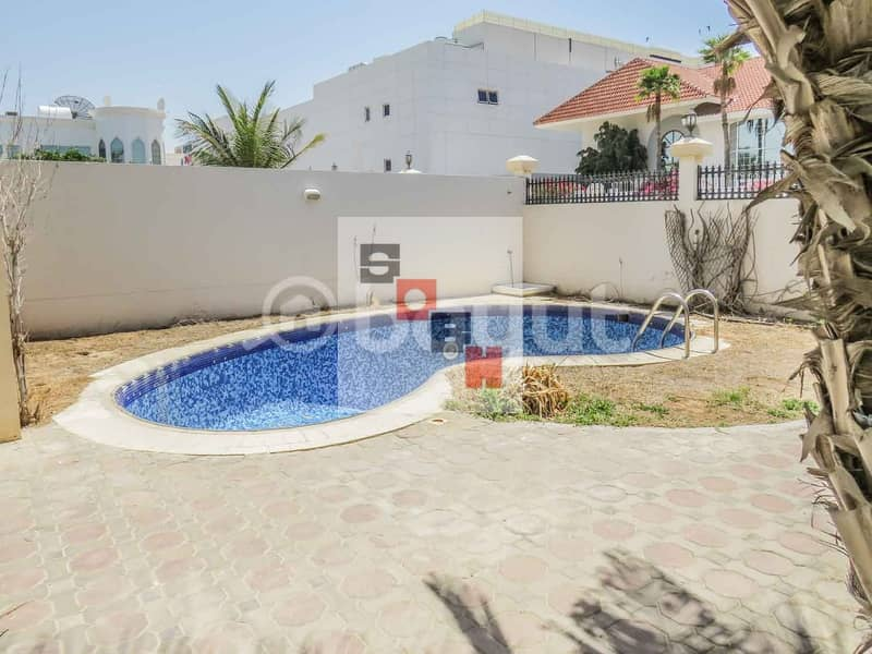 2 Amazing 4 bedroom villa with private garden and swimming pool located in Jumeirah 3.