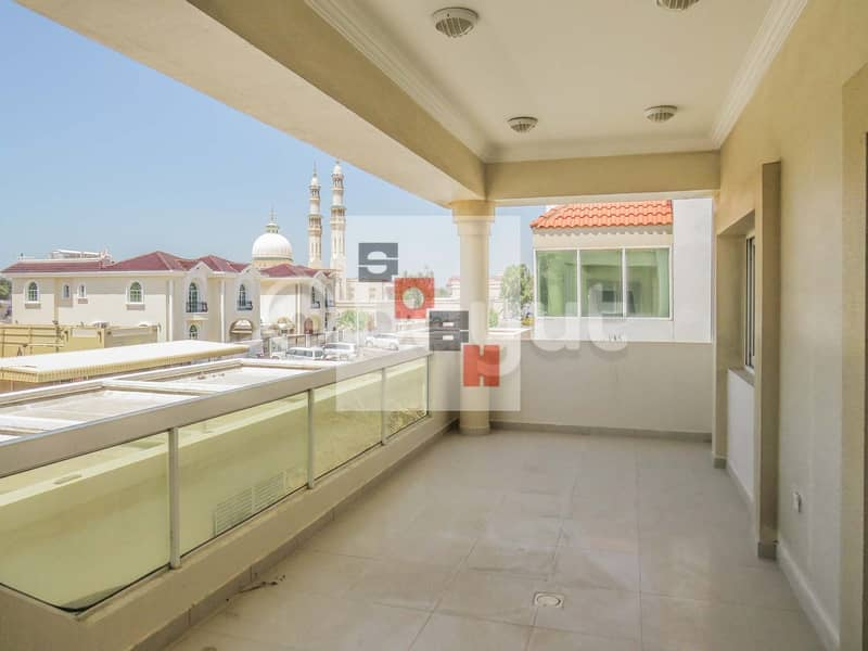 10 Amazing 4 bedroom villa with private garden and swimming pool located in Jumeirah 3.