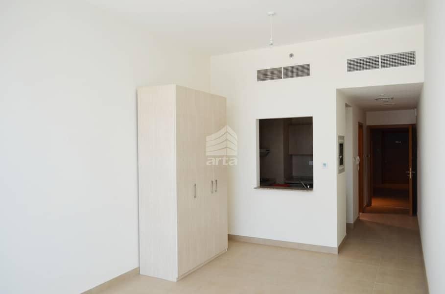 1  MONTH FREE   Lake View   1 BR Apartment  Westbury Tower