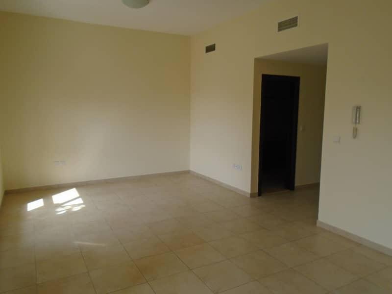 crazy deal! 3 bhk  plus maid room  apartment for rent