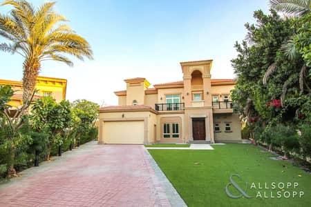 4 Bedroom Villa for Sale in Jumeirah Islands, Dubai - 4 BR | Next to Club | Renovated | European