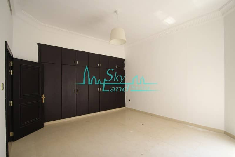 21 BEAUTIFUL 5BED+MAID'S WITH SHARED AND PRIVATE POOL IN UMM SUQEIM 1