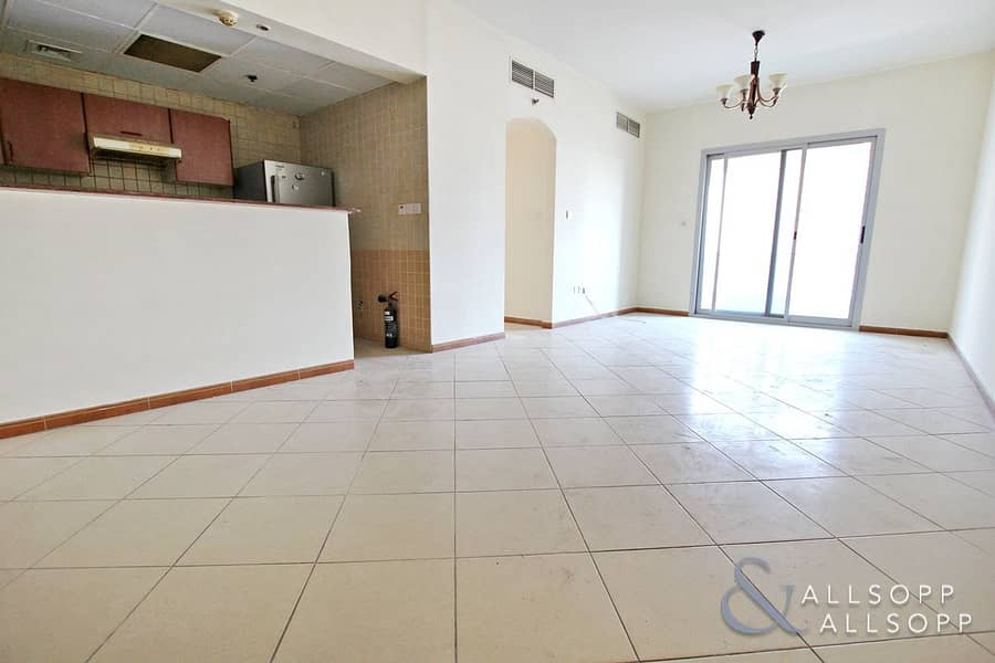 Close to Metro | 2 Bedroom | Immaculate
