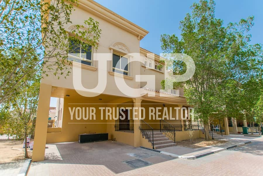 For Rent - Villa with 2 Covered Garage and Shared Pool!
