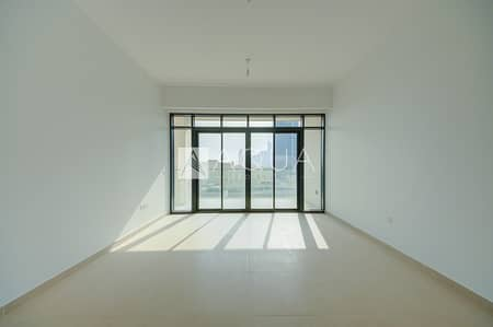1 Bedroom Flat for Sale in The Hills, Dubai - Great Price Spacious High End Appliances