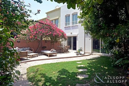 3 Bedroom Villa for Sale in The Lakes, Dubai - Upgraded Villa | 3 Bedrooms | Maid's room