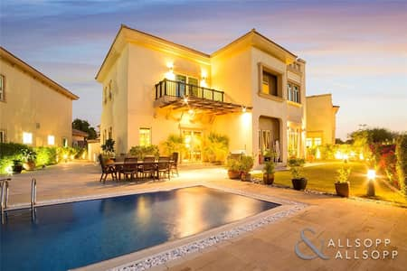 5 Bedroom Villa for Sale in Jumeirah Islands, Dubai - E.F Villa | Upgraded | City Skyline view