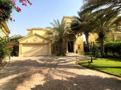 4 Bedroom Villa for Sale in Jumeirah Islands, Dubai - Luxurious Villa for Sale in Jumeirah Islands!!