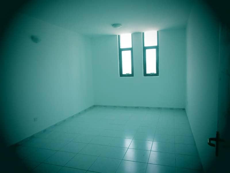شقة في بناية النايلي ابو شغارة 2 غرف 37000 درهم - 4088069