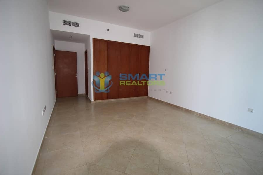 11 Bright n Spacious Best Layout Maintained