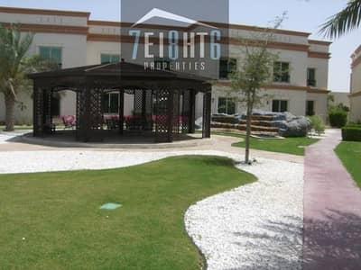 فیلا 4 غرف نوم للايجار في البرشاء، دبي - Excellent facilities: 4 b/r villa + maids room + communal gardens + s/pool + gym + sauna + jacuzzi for rent in Barsha 1