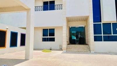 Villa for Rent in Umm Suqeim, Dubai - 4000 commercial villa for rent in Umm Suqeim 1 on Al Wasal road