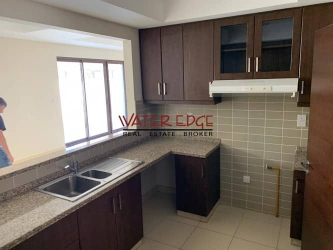 10 Amazing offer ! End unit in Mira Near to Pool and park