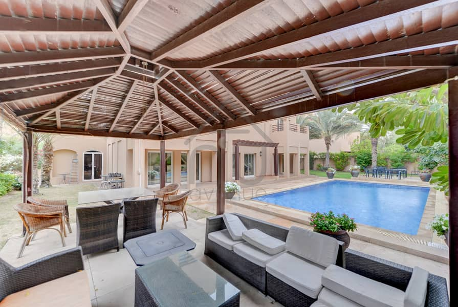 2 Exclusive | Immaculate 6 Bed Villa | Corner Plot