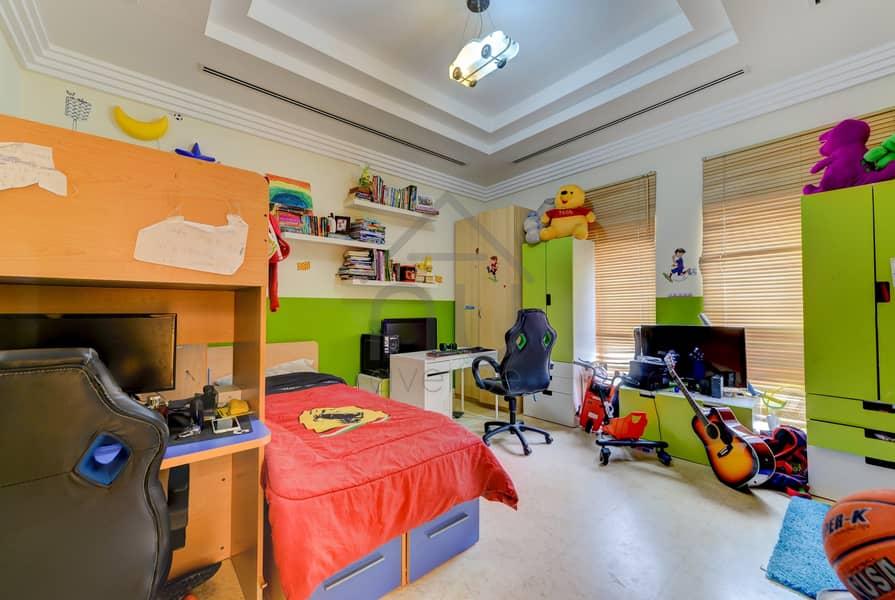 10 Exclusive | Immaculate 6 Bed Villa | Corner Plot