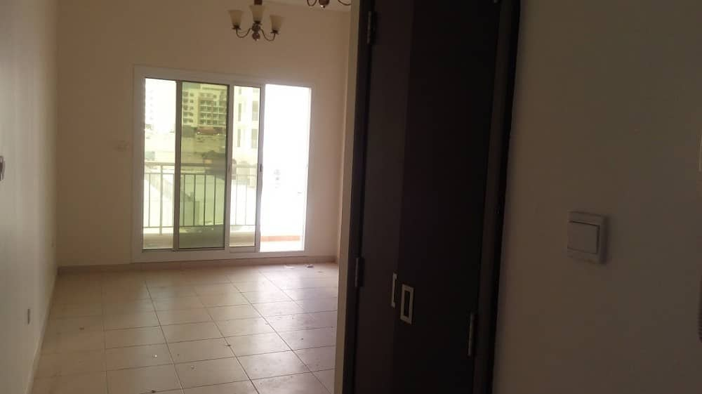 Vacant. . . 1 Bhk with balcony for sale in Mazaya 365000/