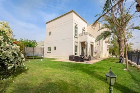 4 Bedroom Villa for Sale in Jumeirah Islands, Dubai - Lake View- Entertainment Foyer - 4 bed+maids