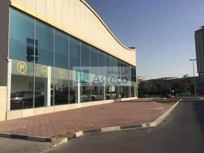 Showroom for Rent in Umm Al Sheif, Dubai - Amazing Showroom available with Great Visibility