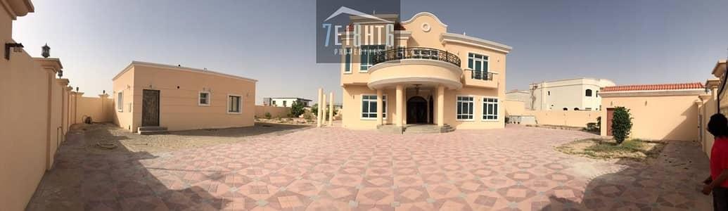 فیلا 5 غرفة نوم للايجار في ند الشبا، دبي - Immaculately presented: 5 b/r INDEPENDENT beautifully presented villa + maids room + stunning large interlocked garden