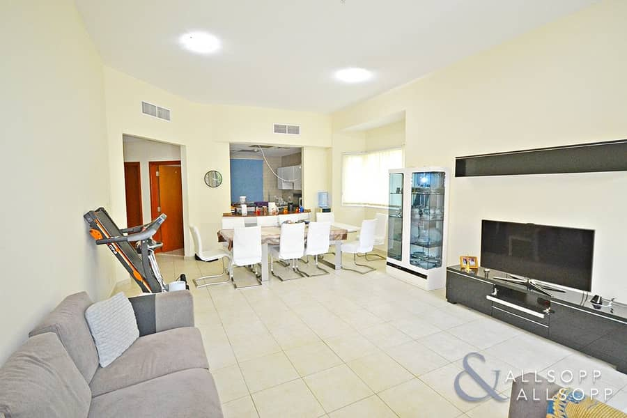 2 Corner Unit | Direct access to gardens | Rented