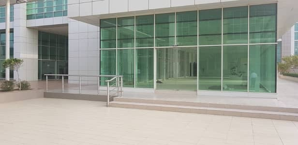 Shop for Rent in Hamdan Street, Abu Dhabi - Shops & Showrooms or Mezzanine Commercial Space Available for Rent