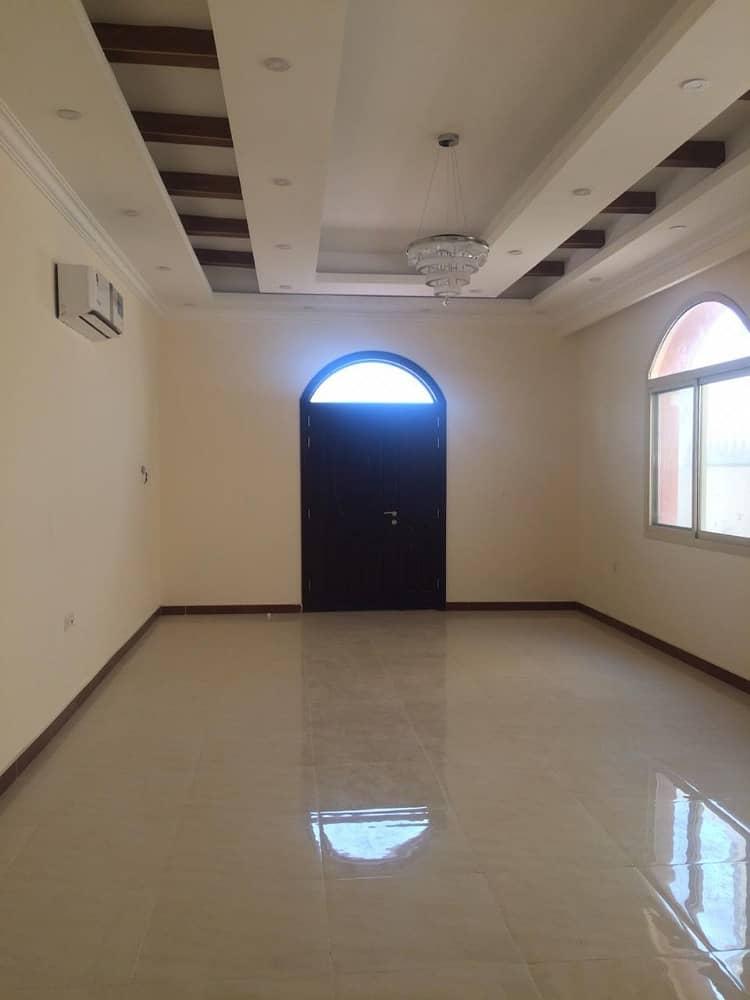 فیلا في المويهات 5 غرف 75000 درهم - 4101689