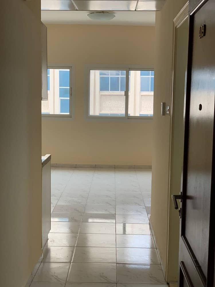 شقة في شارع النجدة 32000 درهم - 4102252